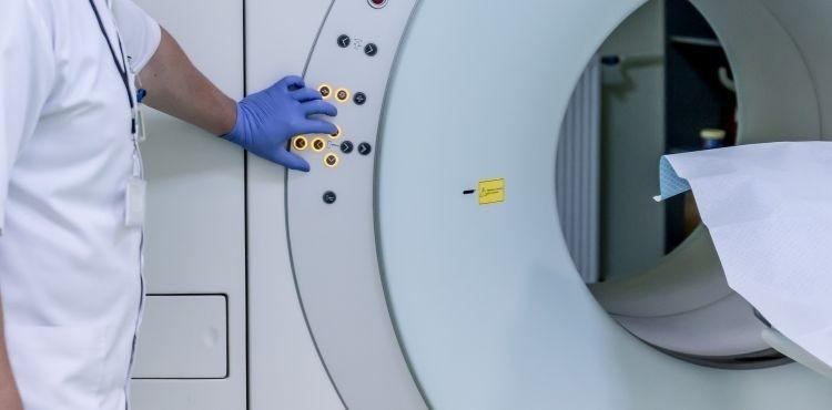 Czym jest rezonans magnetyczny i kiedy go wykonać?