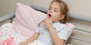 Herbata z miodem czy syrop przeciwkaszlowy dla dziecka?