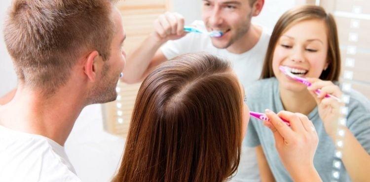 Higiena jamy ustnej u dorosłych - poznaj skuteczne metody szczotkowania zębów i dowiedz się, jak dobrać odpowiednią szczoteczkę i pastę do zębów
