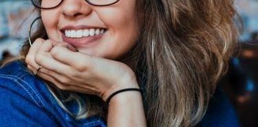 Jak przebiega leczenie ortodontyczne za pomocą aparatu lingwalnego?