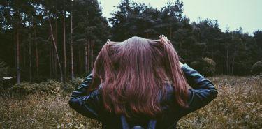 Łamliwe, wypadające włosy? W jaki sposób poprawić ich kondycję? Podpowiadamy
