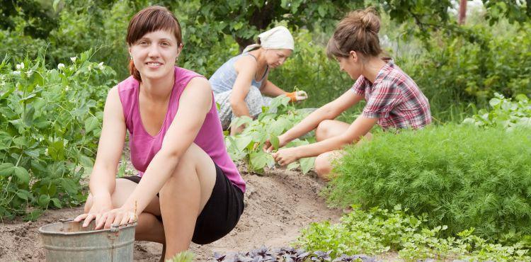 Praca w ogrodzie - dobra dla kości