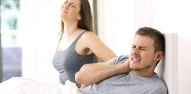Zmagasz się z bólem szyi? Zadbaj o właściwą poduszkę i materac do spania!